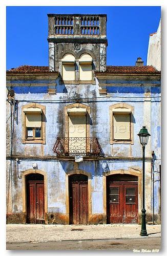 Old building in Miranda do Corvo by VRfoto
