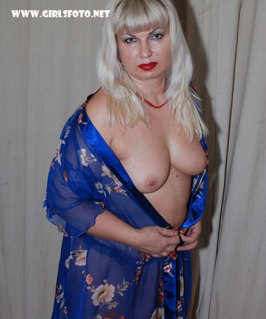 Порно старая с синим халатиком