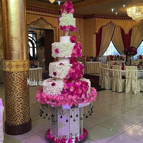 Orchid petal wedding cake in pink and white   Bouquet
