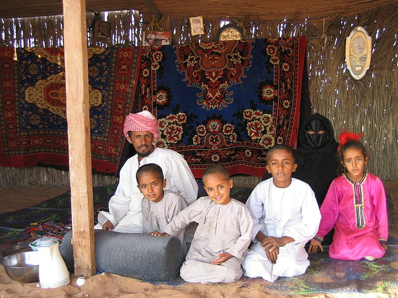 File:Bedouin family-Wahiba Sands.jpg