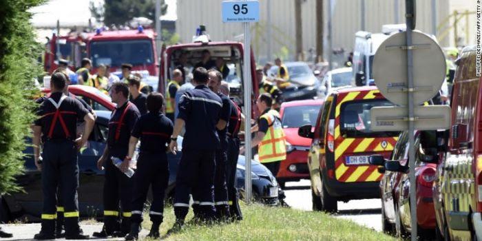 Decapitazione in Francia, attacco a una moschea in Kuwait, uccisioni di massa in Tunisia