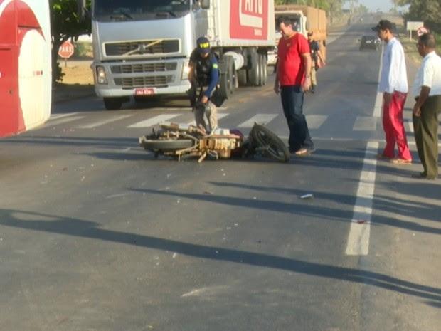 Acidente aconteceu nesta terça-feira, no KM 5 da BR-364 (Foto: Rede Amazônica/ Reprodução)