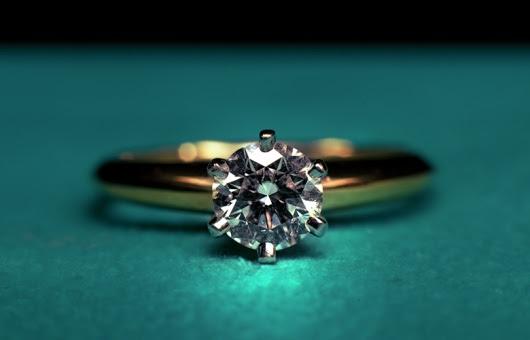 beaf20604d62 Otros diseños demuestran partes más elaboradas con el uso de pequeños  detalles en diamantes.