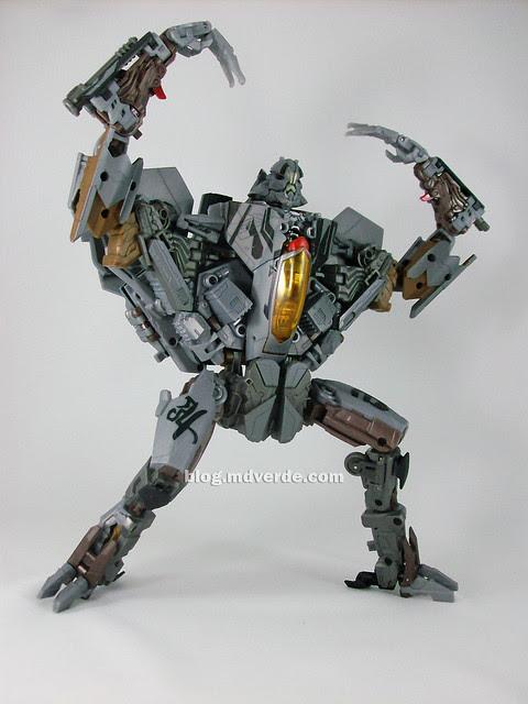 Transformers Starscream HftD Leader Class - modo robot