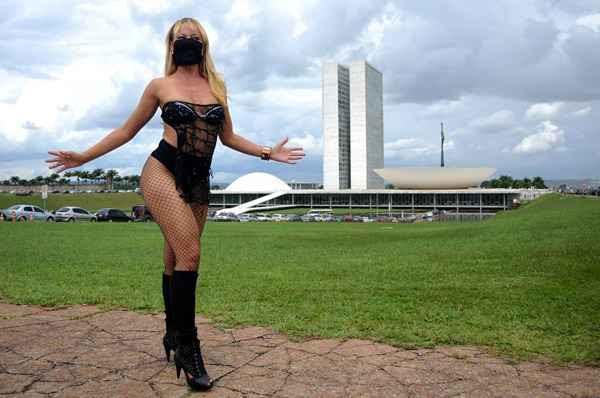 A performance da funkeira ofuscou manifestação anticorrupção (Pedro Ladeira/AFP)