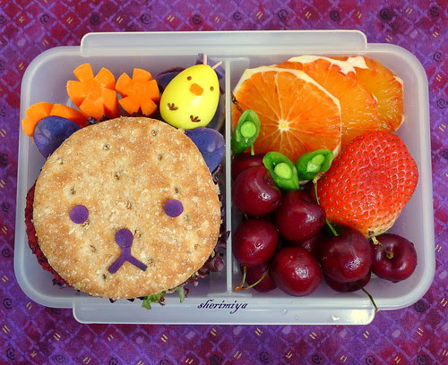 Rilakkuma and Kiiroitori Beet Burger Sandwich Bento by sherimiya ♥