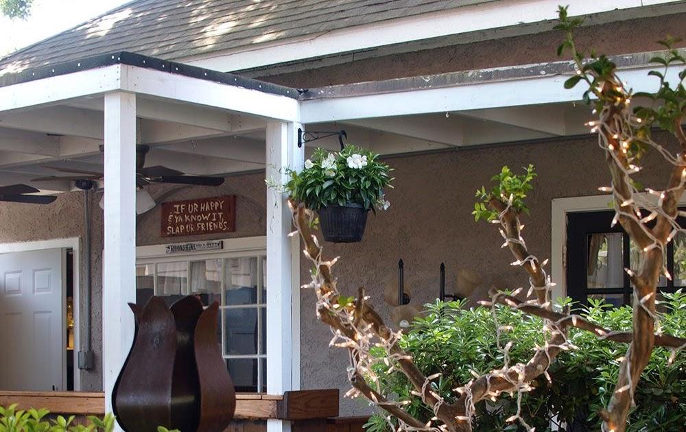 View Backyard Restaurant Hilton Head Island PNG - HomeLooker