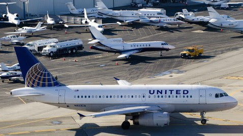 gty united airlines dm 120217 wblog 3 Emergency Landings Put Focus Uniteds Fleet