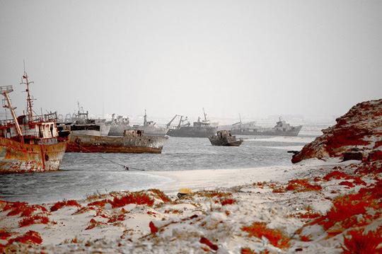 Perierga.gr - Το μεγαλύτερο νεκροταφείο πλοίων του κόσμου!