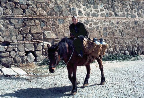 Vendedor ambulante de Toledo en 1967. Fotografía de John Fyfe