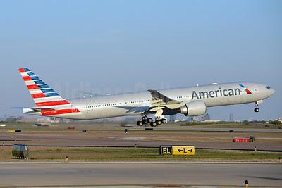 American Airlines Boeing 777-323 ER N720AN (msn 33522) DFW (Brian Peters). Image: 911558.