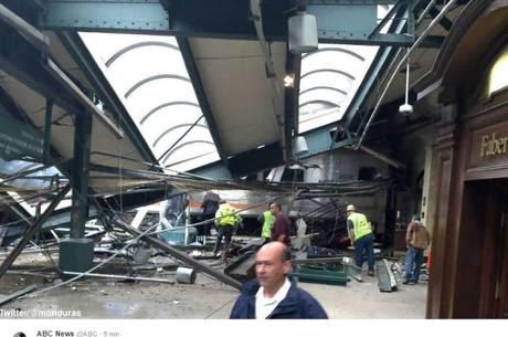 Choque de trem deixa dezenas de feridos nos EUA