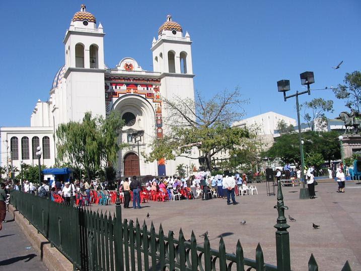 File:Catedral de San Salvador.jpg