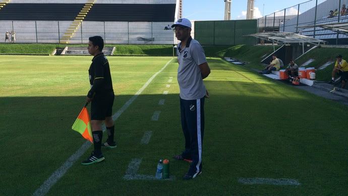 Narciso técnico do ABC (Foto: Carlos Cruz/GloboEsporte.com)