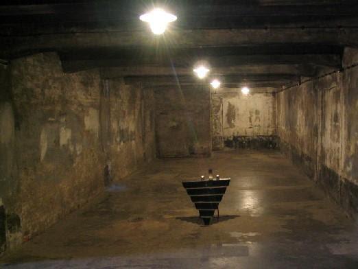 Bestand:KL Auschwitz I Crematorium I gaschamber.jpg