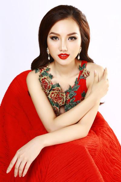 Hoàng Thu Thảo tự tin khoe nhan sắc xinh đẹp, vóc dáng thon gọn trong những bộ trang phục dạ hội mang tông màu đỏ chủ đạo.http://vui.nguontin.net