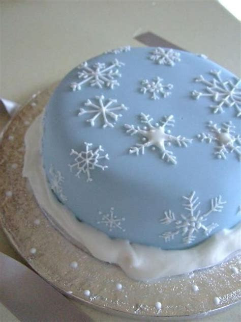 Christmas cake   snowflake piping   Christmas Ideas