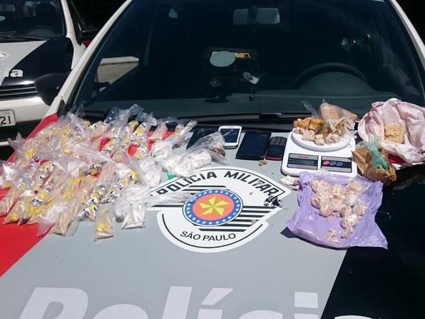 Três mulheres são detidas por tráfico de drogas em Caraguatatuba (Foto: Divulgação/Polícia Militar)