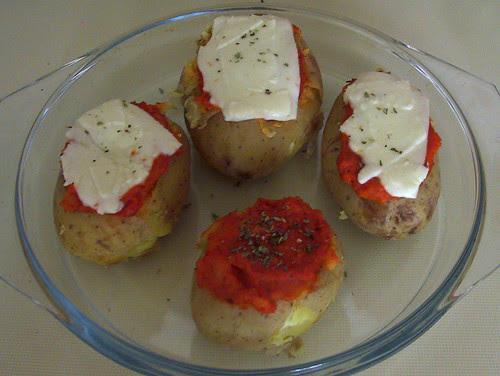 Patatas rellenas de crema de tomate