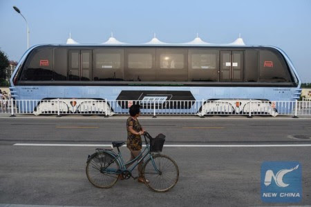 Straddling Bus China 4