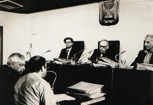 Sharon (all'estrema sinistra dell'immagine) indagato dalla commissione d'inchiesta israeliana per il massacro di Sabra e Chatila.