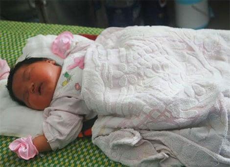 Hình ảnh Bé gái sơ sinh nặng 5,2 kg ở Quảng Nam số 1