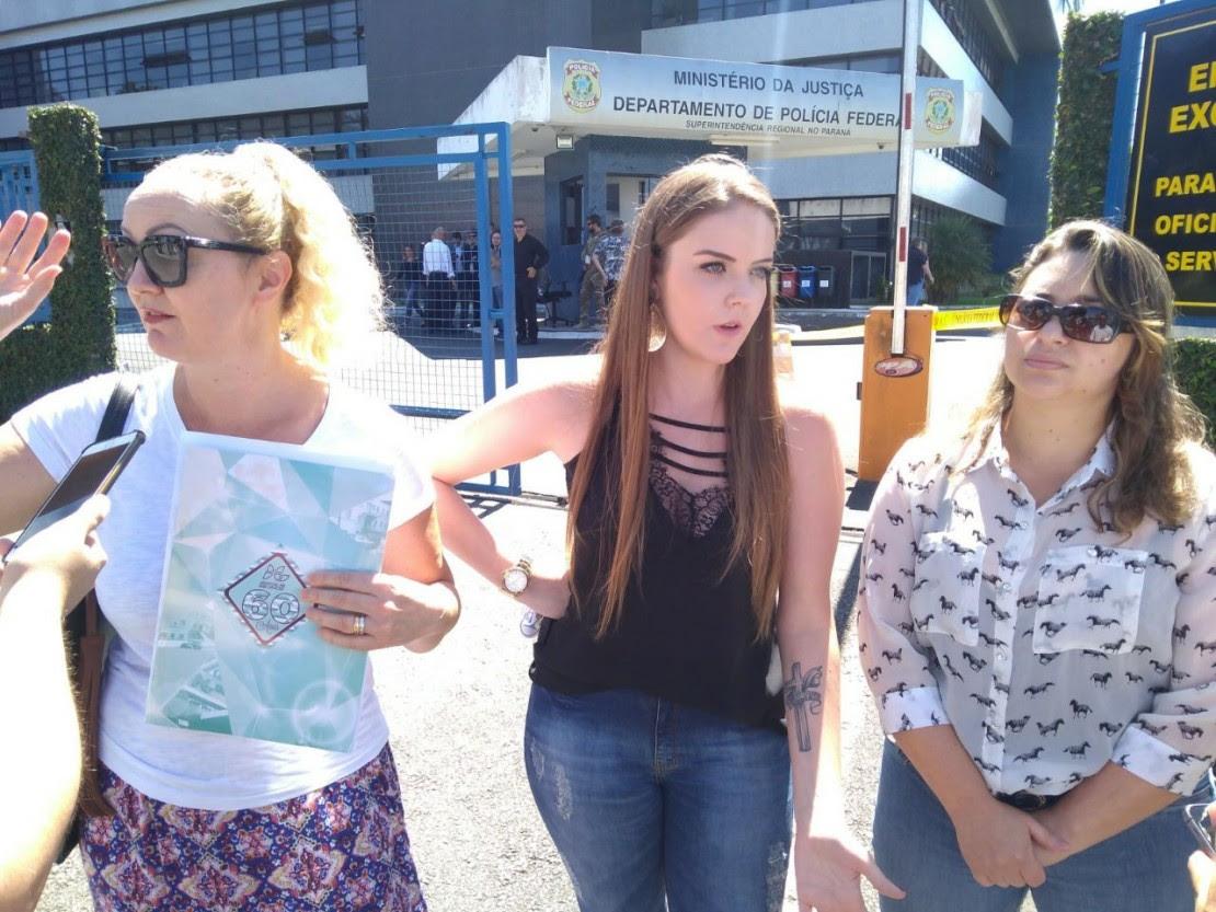 As três moradoras pediram solução à Polícia Federal. Foto: Tribuna do Paraná.