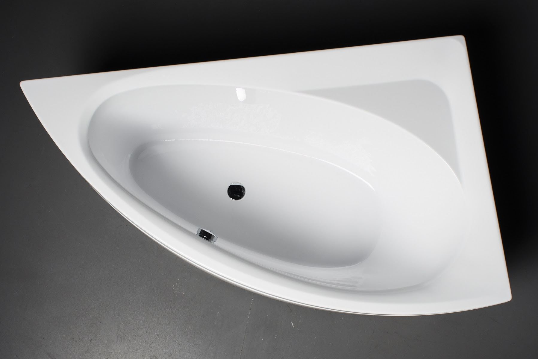 Idea L Wht Corner Acrylic Bathtub 1