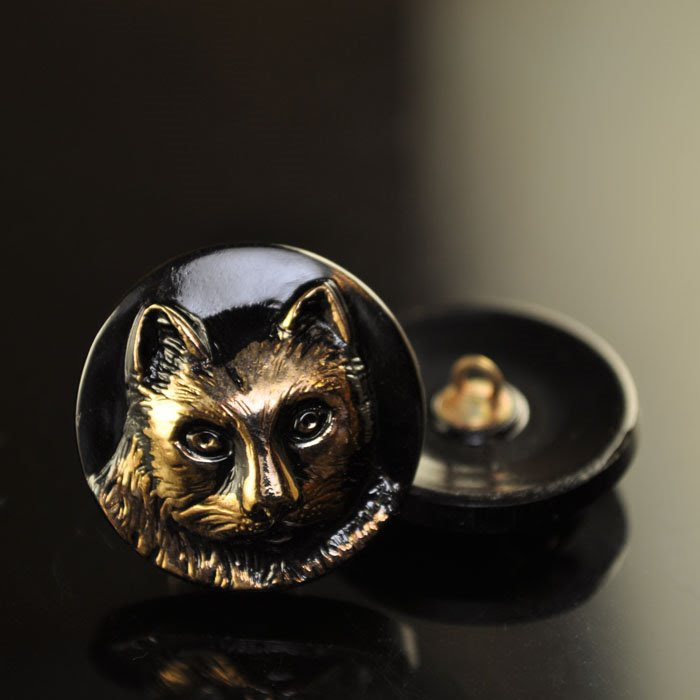 s36801 Button - 23 mm Jellicle Cat - Gold / Jet (1)
