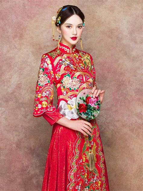 Floral embroidered red phoenix XiuHe red Chinese wedding