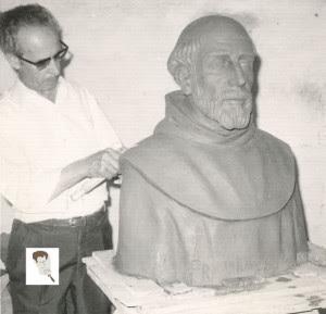Modelando el busto de Fray Marchena que se encuentra en La Rábida.