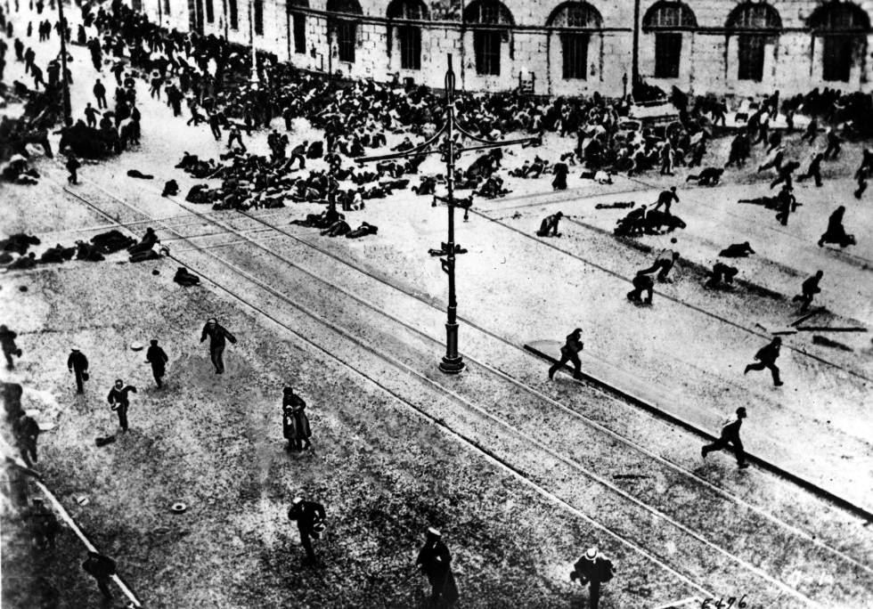 Enfrentamiento entre bolcheviques y el Ejército ruso en Petrogrado (hoy San Petersburgo) en 1917.