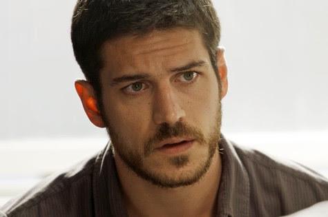 Dante (Marco Pigossi) se encantará com Lara (Carolina Dieckmann) (Foto: Reprodução/TV Globo)