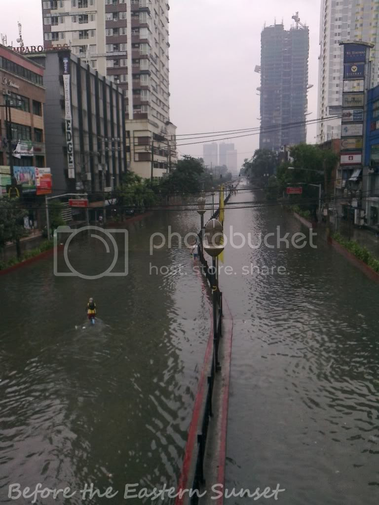 España Boulevard is flooded