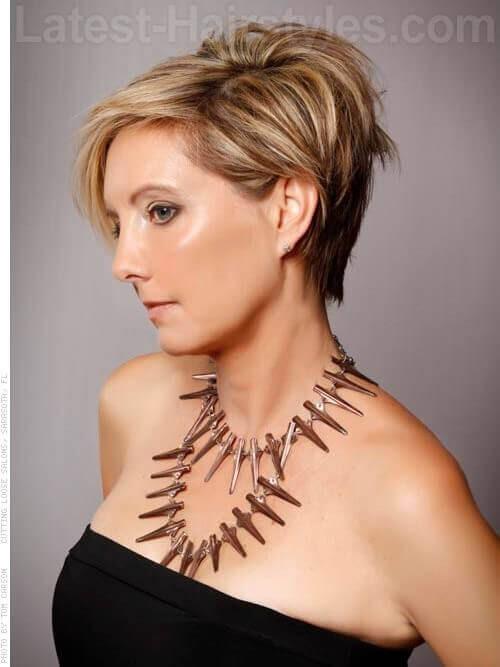 Schöne Asymmetry Blonde Cut für ältere Frauen Seitenansicht