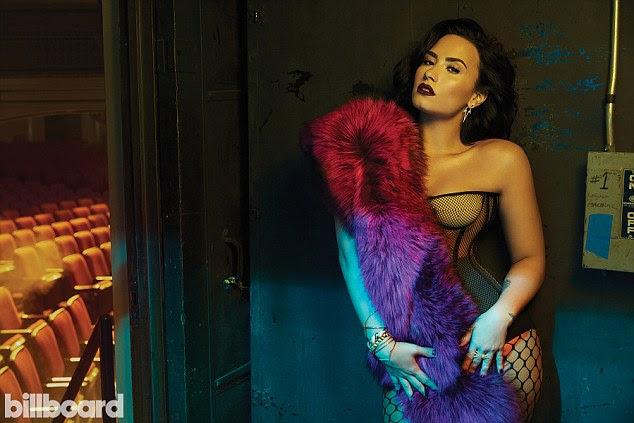 Diabo em seu ombro!  Demi Lovato revelou que ela encoured pal Nick Jonas para ser único, mesmo quando ele estava em um relacionamento com Olivia Culpo dizendo 'Você poderia f ** k alguém que você quer para a direita agora, para se divertir e fazer isso'