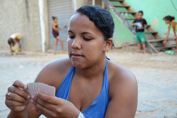 Dayana, 19 anos, representa parte do percentual da pesquisa