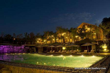 29 Swimming Pool - Night