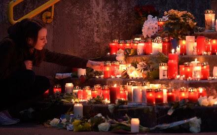 Prenden veladoras en Alemania por las víctimas del vuelo de Germanwings. Foto: AP / Martin Meissner