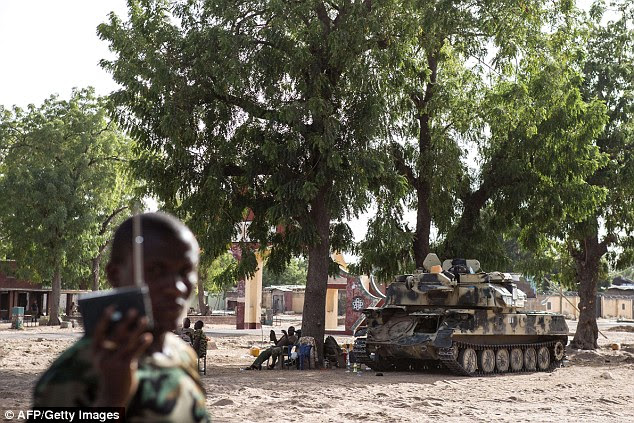 Nigerian troops are seen taking up positions in the northeast Nigerian town of Bama earlier this week