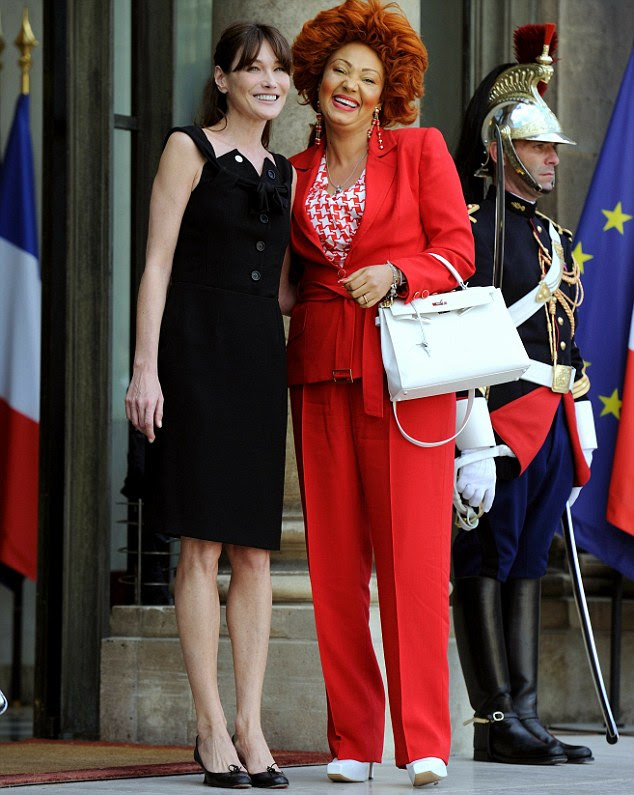 arla Bruni-Sarkozy (L) welcomes Cameroun's First Lady Chantal  Biya