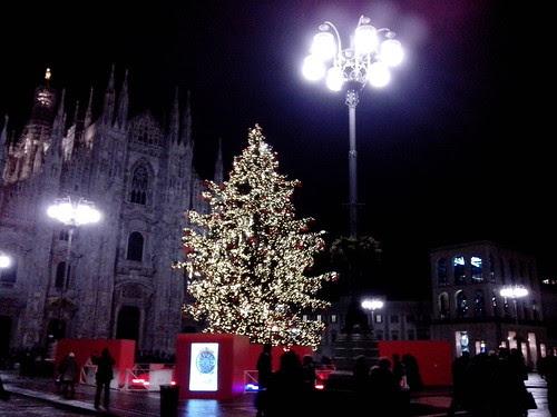 Il mini albero di Natale a Milano by Ylbert Durishti