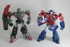 Transformers Optimus Prime Animated Deluxe vs Megatron - modo robot (by mdverde)