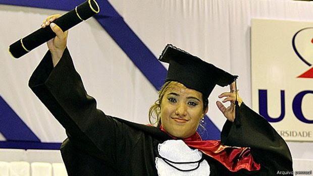 Ana se formou em jornalismo para ser 'porta-voz da microcefalia'  (Foto: Arquivo pessoal)