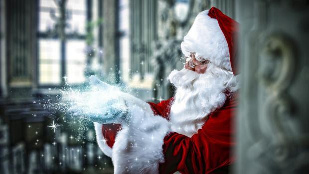 Los chamanes siberianos, tenían por costumbre ataviarse con trajes rojos y blancos, igual que Santa Claus