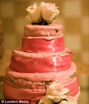 Are these the worst wedding cakes ever? Disastrous