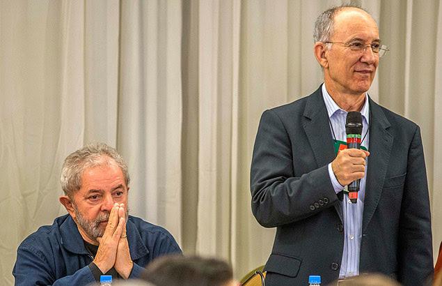 Lula e o presidente do PT, Rui Falcão, participam de reunião com as executivas estaduais do partido