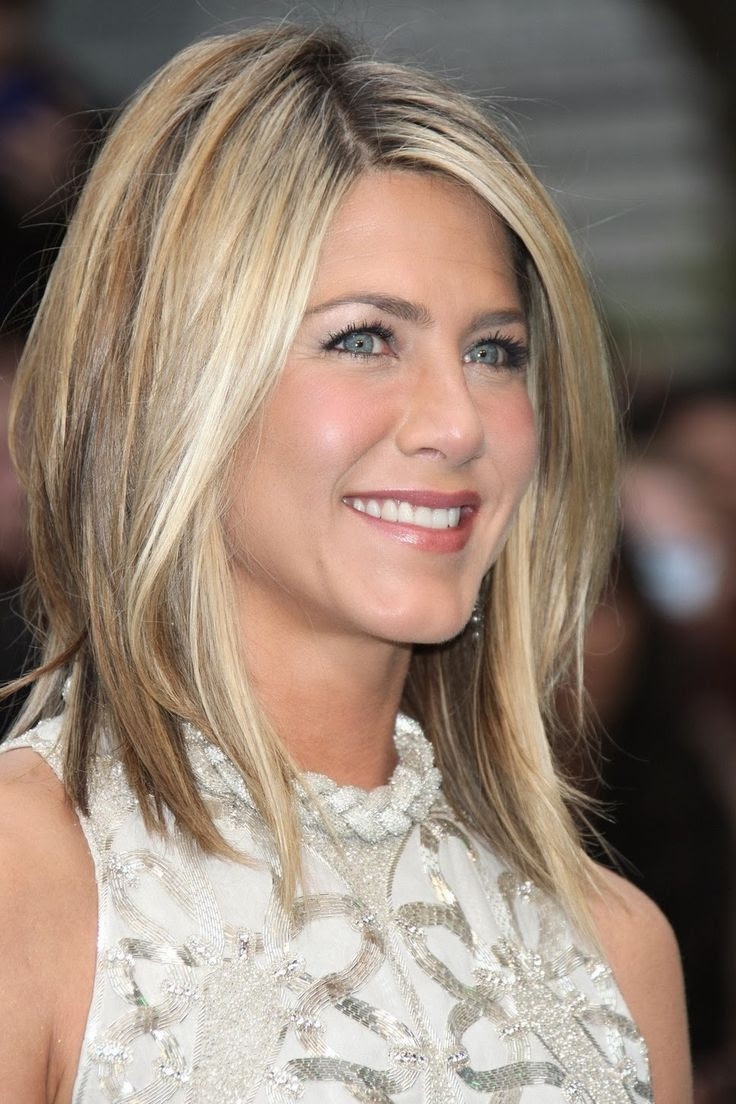 30 Modern Medium Hairstyles For A Clean Cut Hollywood Look Page