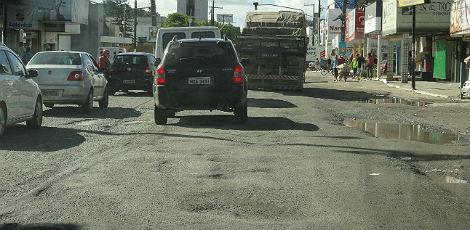 Má qualidade do asfalto é visível na BR-101 Norte, em Abreu e Lima / Foto: Fernando Melo/Voz do Leitor