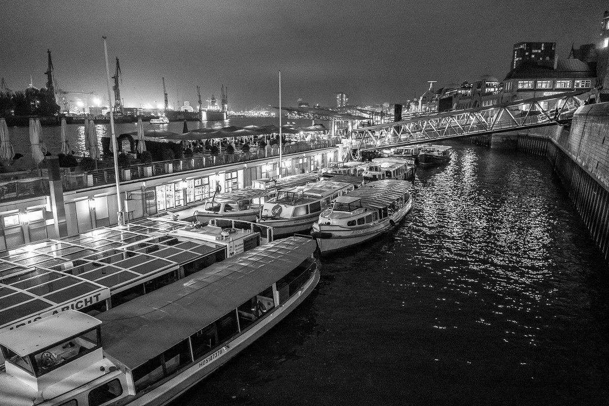Leica SL (Typ 601) with Vario-Elmarit 24-90mm @ 24mm1/25th @ f/2.8, ISO 3200